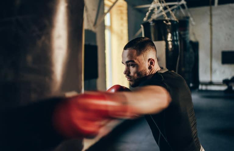 Schlagkraft am Boxsack trainieren